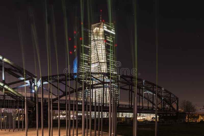 La nouvelle BCE EZB à Francfort, Allemagne la nuit photographie stock libre de droits