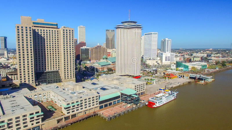 LA NOUVELLE-ORLÉANS, LA - FÉVRIER 2016 : Vue aérienne de ville La Nouvelle-Orléans a image stock