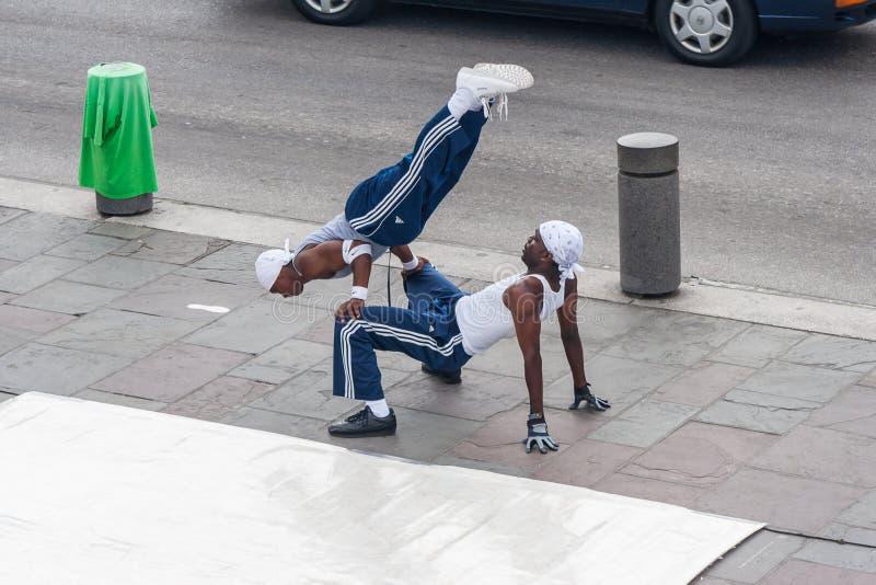 La Nouvelle-Orléans, LA/USA - vers en mars 2009 : Les jeunes danseurs masculins exécutent une danse de rue chez Jackson Square, q photo libre de droits