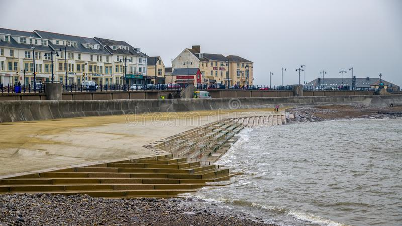 La nouvelle plage concrète et les étapes de Porthcawl photographie stock libre de droits