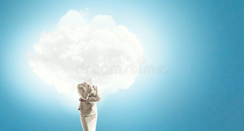 La nube dirigió a la mujer foto de archivo