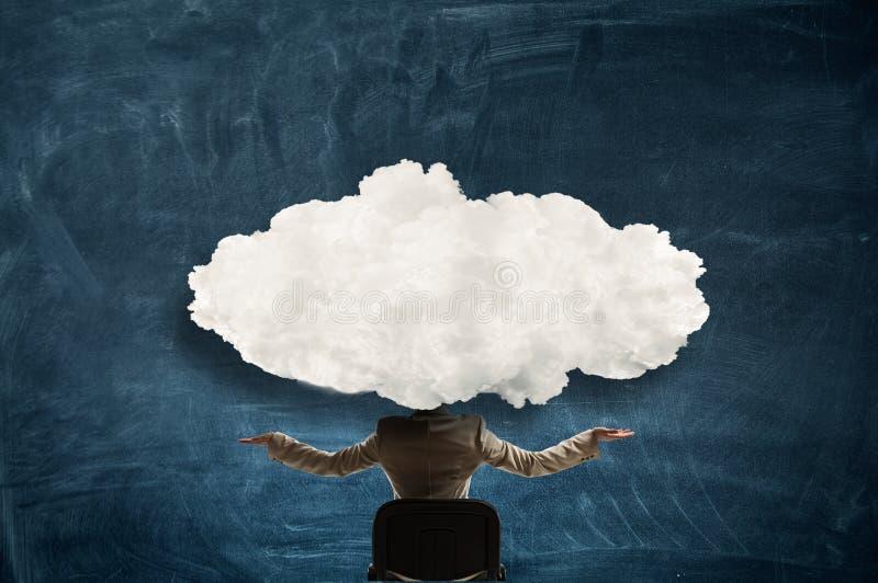 La nube dirigió a la mujer fotografía de archivo libre de regalías