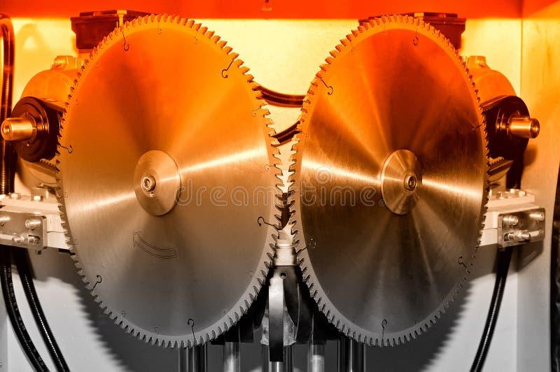 La nueva circular industrial moderna vio discos Rojo entonado imágenes de archivo libres de regalías