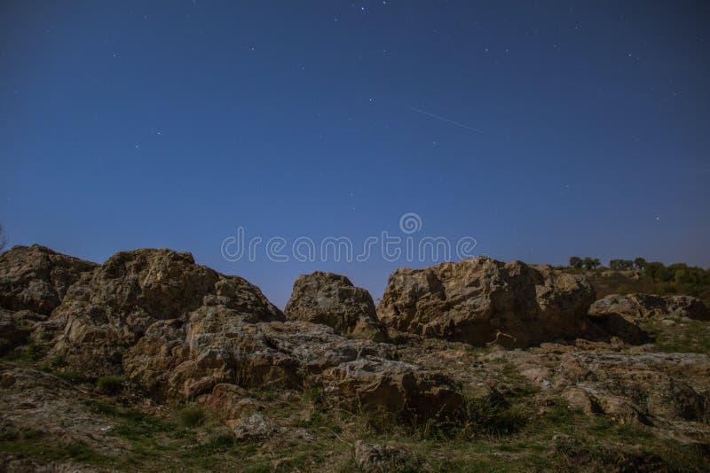 La nuit bascule le ` de colline de lapin de ` image libre de droits