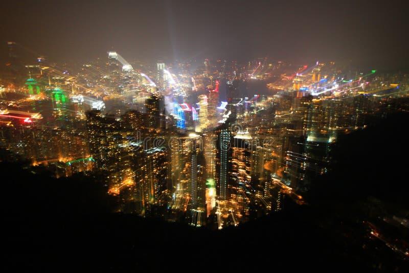 La nuit d'île de Hong Kong accomplissent avec la prise légère tout en éclatant le bourdonnement len image libre de droits