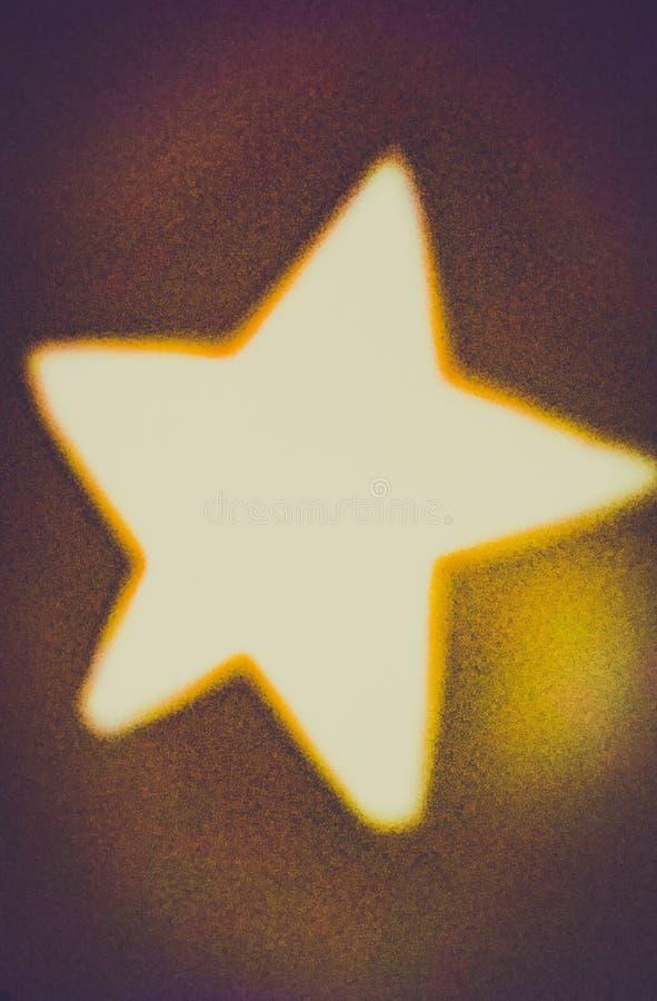 La nuit de Stary, étoile a cliqué sur dans une ombre hors du papier coupé photos stock