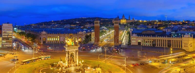 La nuit espagnole à Barcelone sur la place Espanya photos libres de droits