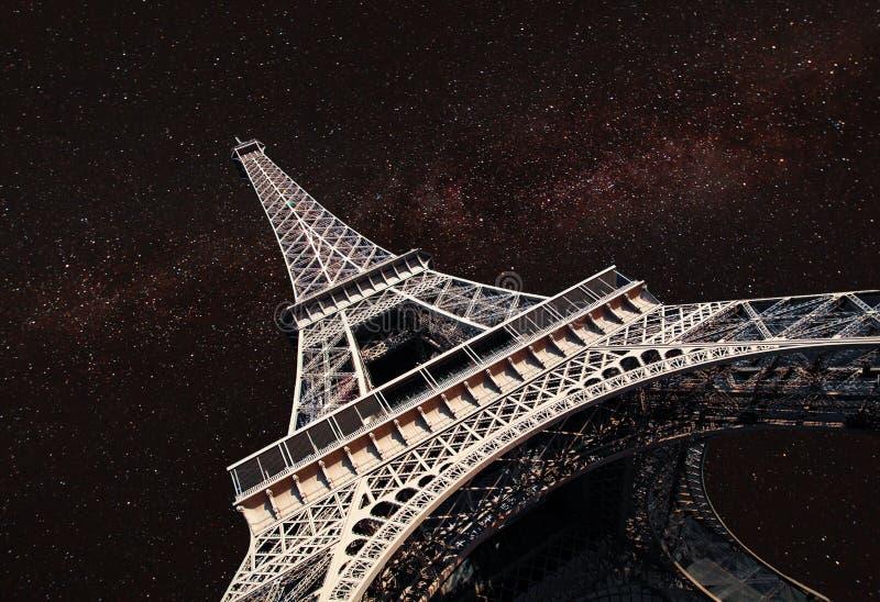 La nuit, sous la lumière des étoiles images stock