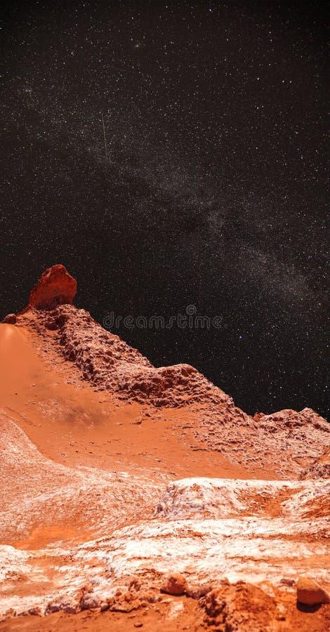 La nuit, sous la lumière des étoiles photos libres de droits