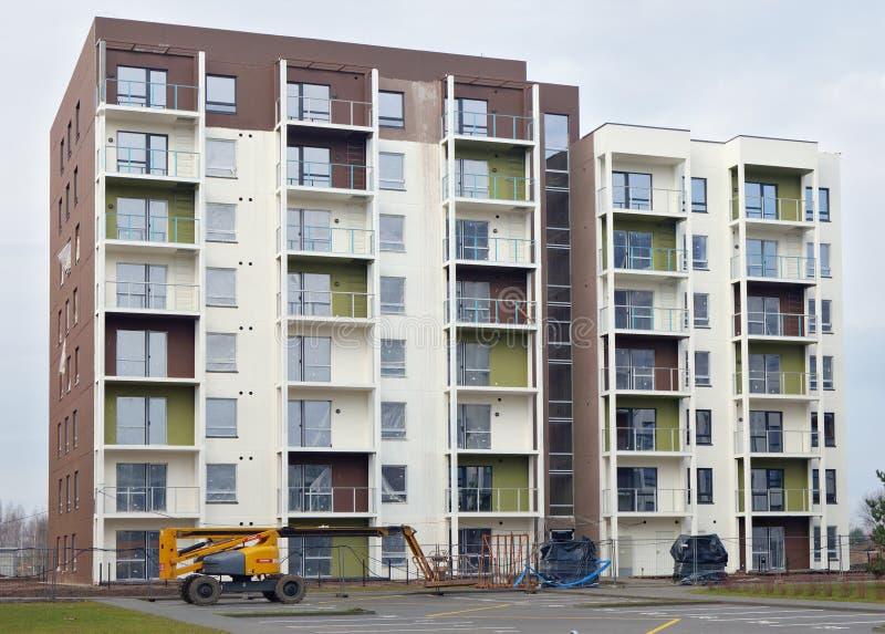 La nuova costruzione modulare moderna della casa immagine stock