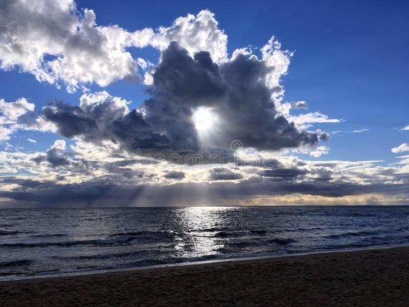 La nuvola di Donut e il sole immagini stock libere da diritti