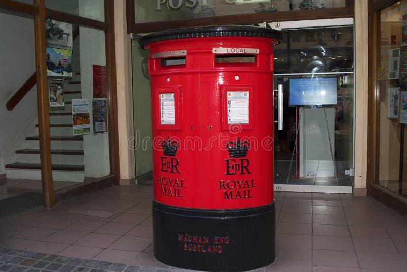 La oficina de correos en la roca de Gibraltar en la entrada al mar Mediterráneo imagenes de archivo