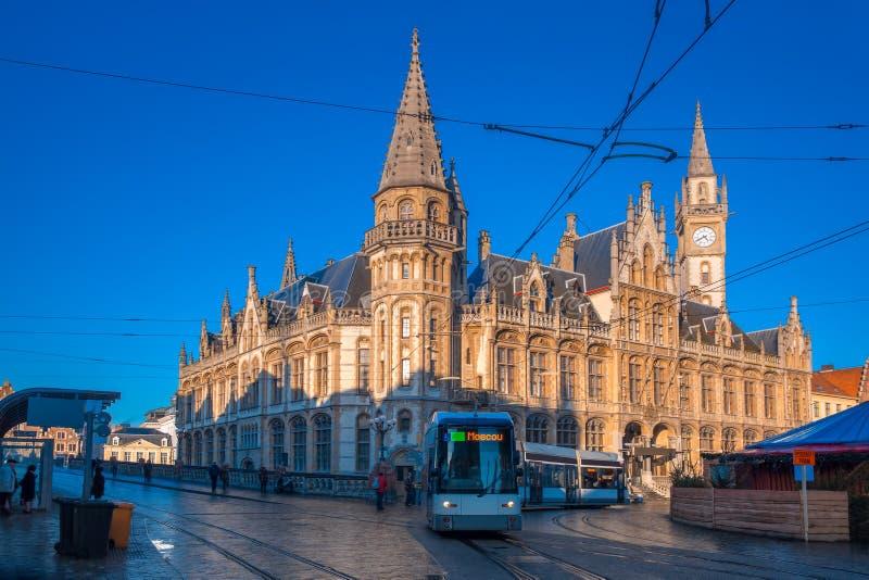 La oficina de correos y tranvía anteriores en Gante, Bélgica foto de archivo