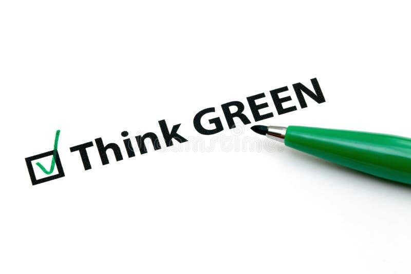 La opción de la lista de control para piensa verde foto de archivo libre de regalías