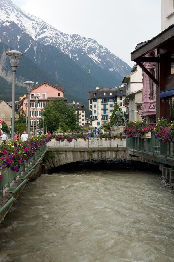 La opinión de la ciudad en Chamonix imágenes de archivo libres de regalías