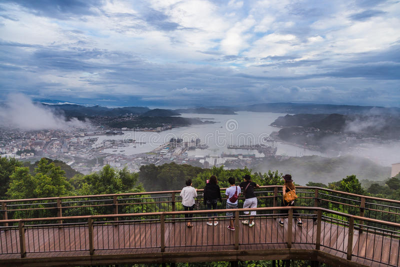 La opinión de la ciudad de Sasebo de Yumihari pasa por alto, Nagasaki, Japón fotografía de archivo