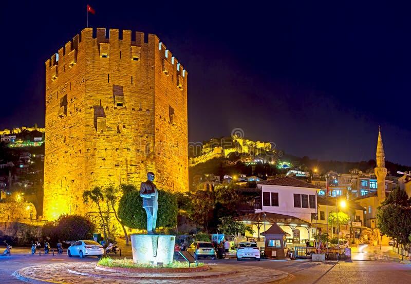La opinión de la noche de la ciudadela de Alanya imagenes de archivo