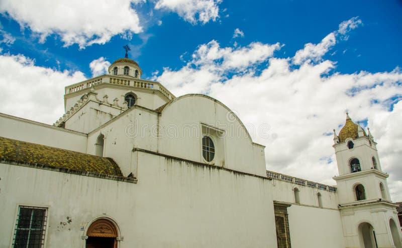 La opinión de Outdor del la merced la iglesia en el latacunga, Ecuador imagenes de archivo
