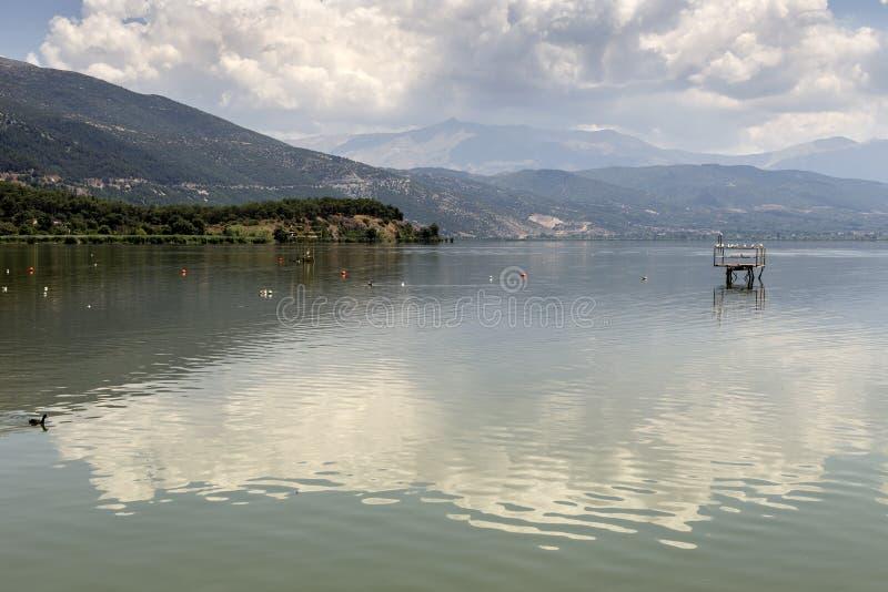 La opinión del lago imagen de archivo libre de regalías