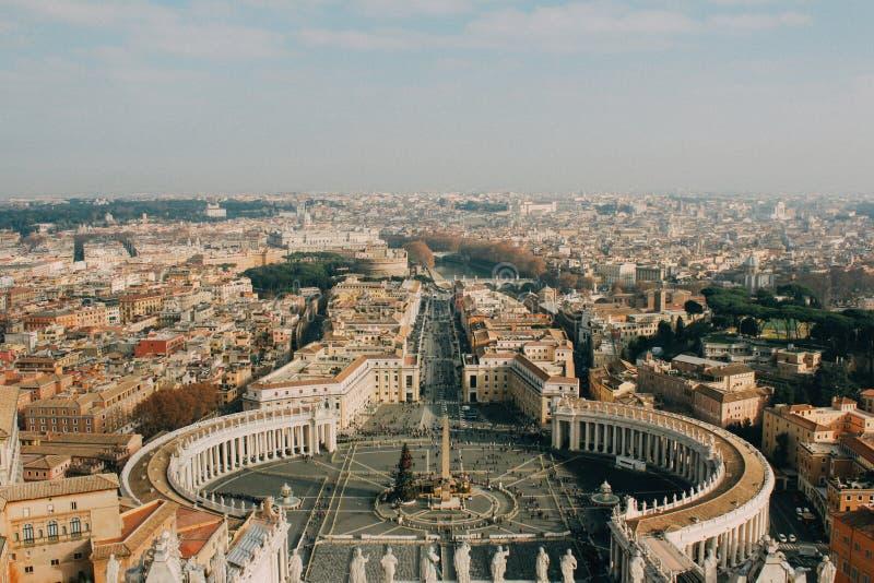 La opinión del pájaro en Vaticano fotos de archivo