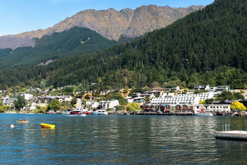 La orilla del lago Wakatipu, Queenstown, Nueva Zelanda fotografía de archivo libre de regalías