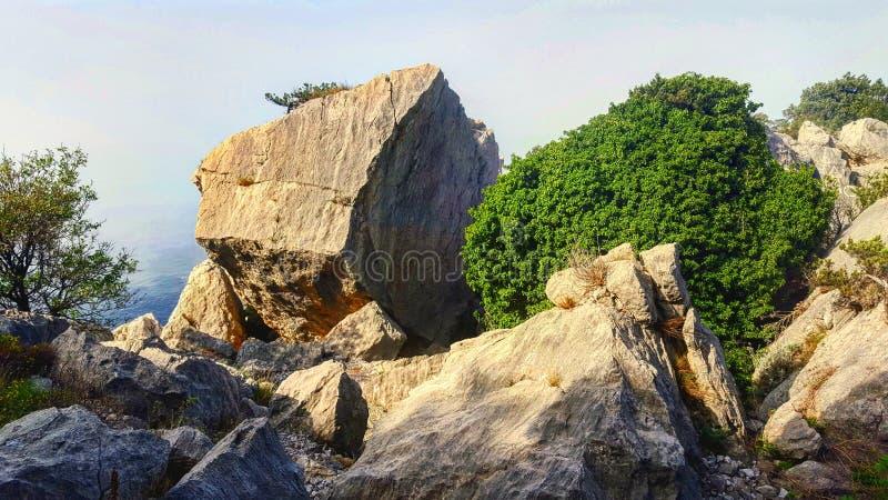 La orilla rocosa de la Crimea imagen de archivo libre de regalías
