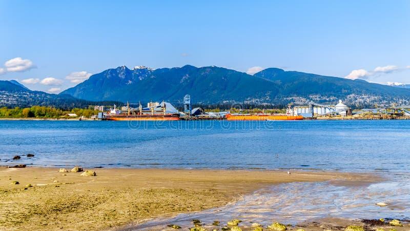 La orilla y la entrada del norte de Burrard de Vancouver, A.C., Canadá foto de archivo libre de regalías