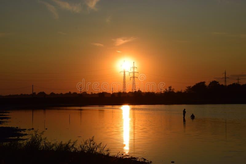la oscuridad labra amanecer imagen de archivo libre de regalías