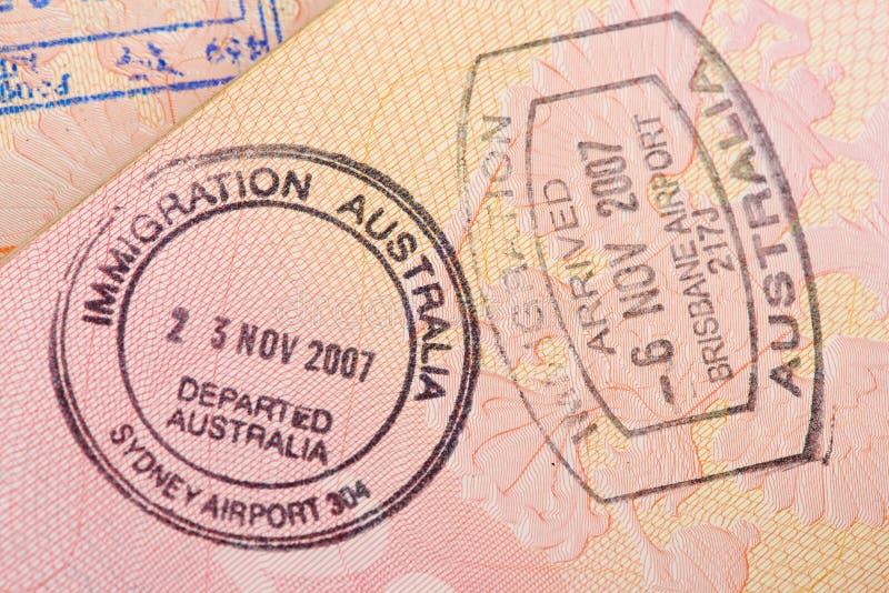 La página del pasaporte con el control de la inmigración de Australia sella imagen de archivo