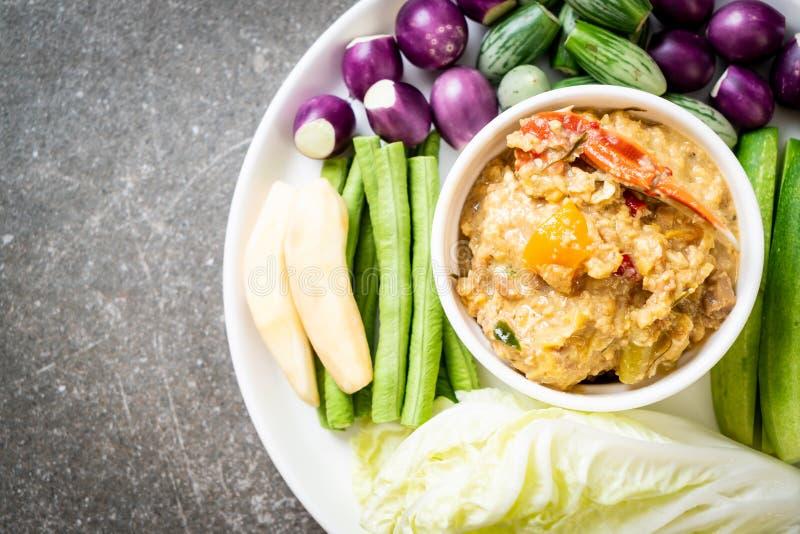 La pâte de piment fermentent avec le crabe ou l'immersion de crabe et de soja avec du lait et des légumes de noix de coco photo stock