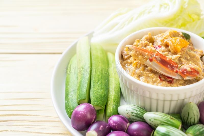La pâte de piment fermentent avec le crabe ou l'immersion de crabe et de soja avec du lait et des légumes de noix de coco images stock