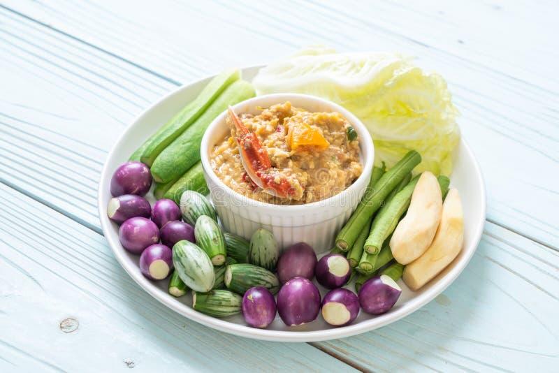 La pâte de piment fermentent avec le crabe ou l'immersion de crabe et de soja avec du lait et des légumes de noix de coco image libre de droits