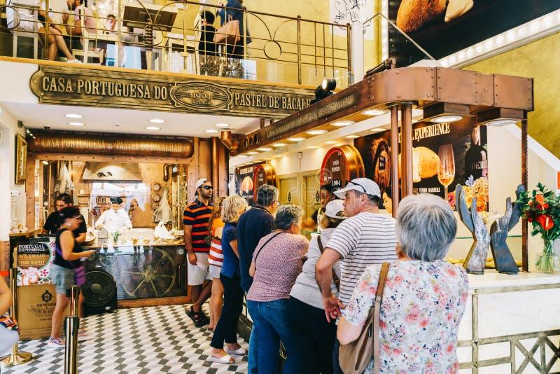 La pâtisserie au goût âpre d'oeufs portugais à vendre dans la maison Portuguesa font le pastel image libre de droits
