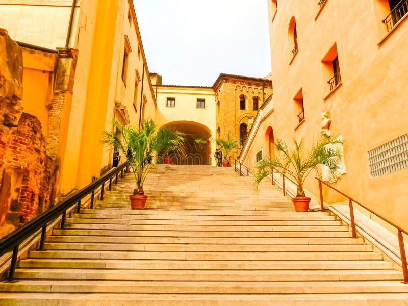 La Padua - escaleras con las flores en Pada, Italia fotos de archivo libres de regalías