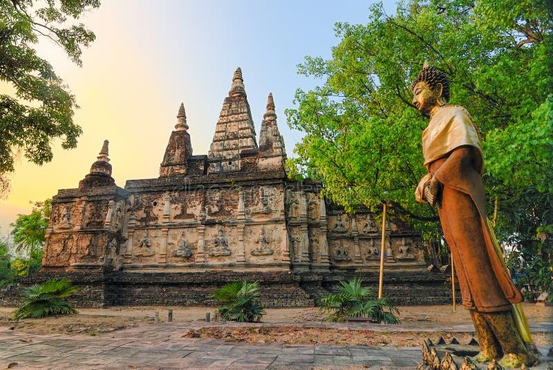 La pagoda antigua en Wat Jet Yod es la histórica en Chiangmai tailandés imagen de archivo libre de regalías