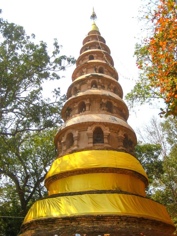 La pagoda antique dans le temple thaïlandais photographie stock