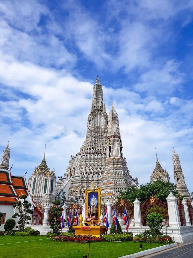 La pagoda blanca en Wat Arun Temple imágenes de archivo libres de regalías