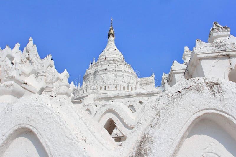 La pagoda de Hsinbyume Paya a incorpor? par Bagyidaw Il est consacr? ? la m?moire de son premier ?poux est attraction touristique photos stock