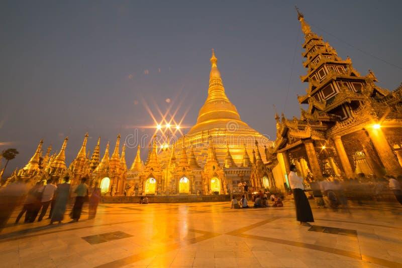 La pagoda de Shwedagon, Rangún, Myanmar imagenes de archivo