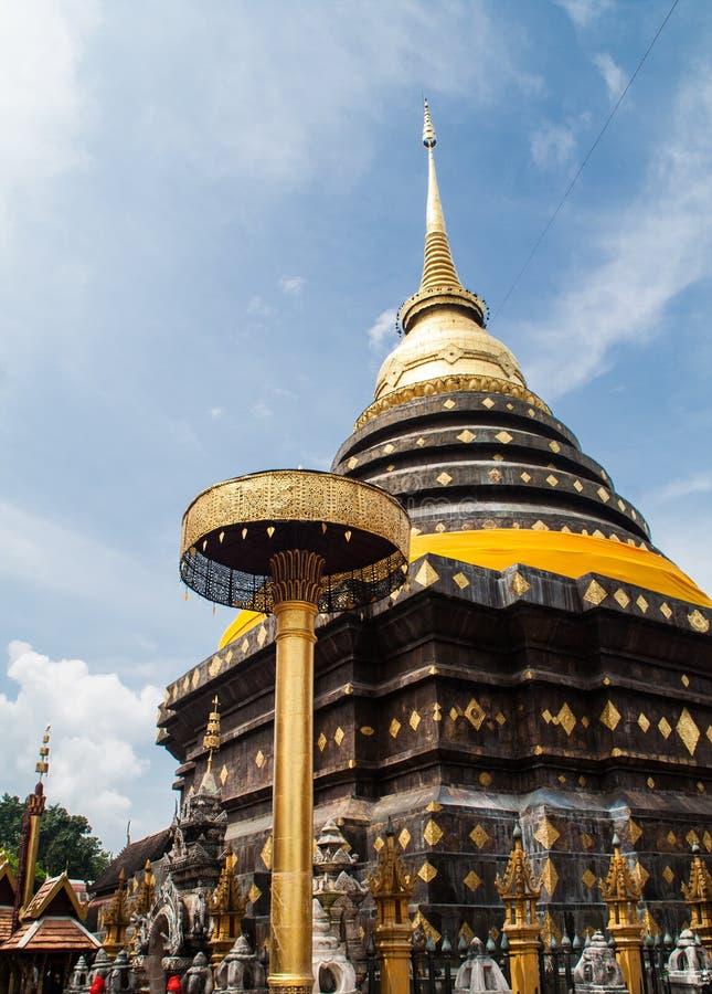 La pagoda de Wat Prathat Lampang Luang imágenes de archivo libres de regalías