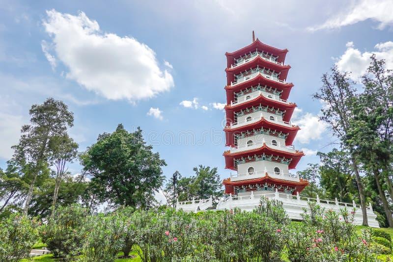 La pagoda dei giardini di cinese è una delle icone più riconoscibili a Singapore fotografie stock