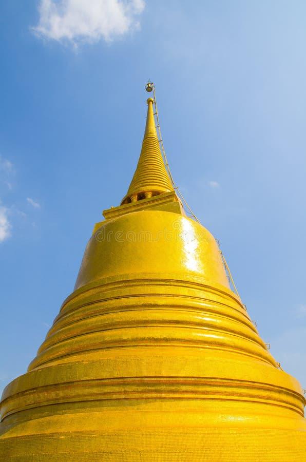 La pagoda en el soporte de oro un templo tailandés real de Wat Saket foto de archivo libre de regalías