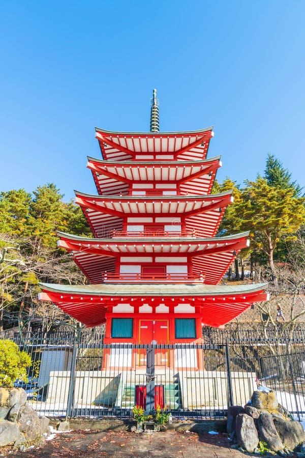 La pagoda roja, Chureito, es señal cerca de montaña de Fuji en Kawaguch fotos de archivo libres de regalías