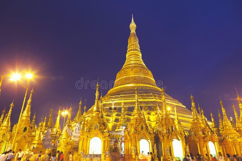 La pagoda una de Shwedagon de las pagodas más famosas de Rangún fotos de archivo