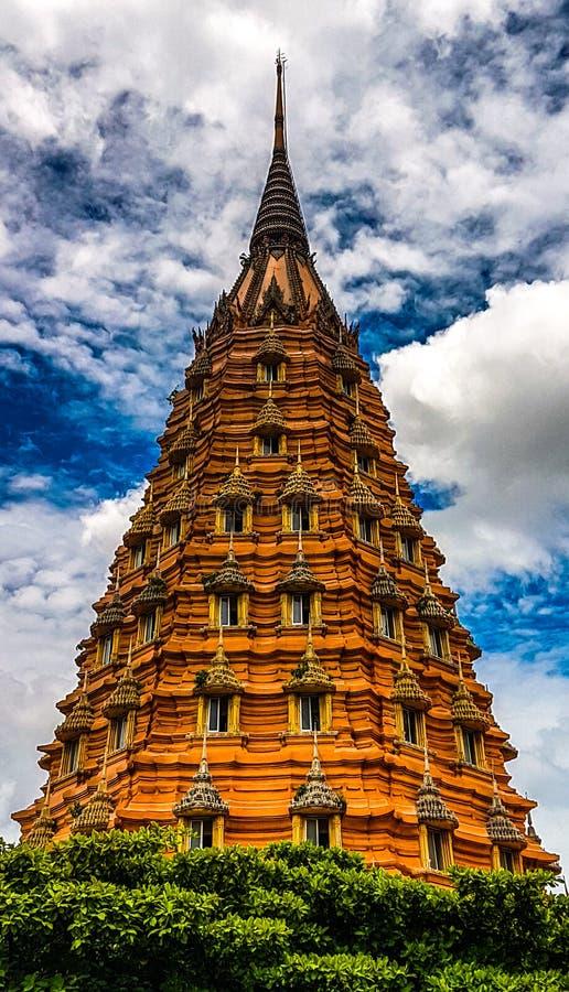 La pagoda vieja y el cielo azul para el fondo fotos de archivo