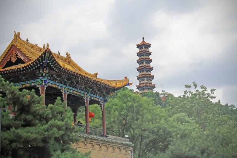 La pagoda y el palacio chino en Jincheng, casa de la entrada del canciller de Huangchang fotografía de archivo