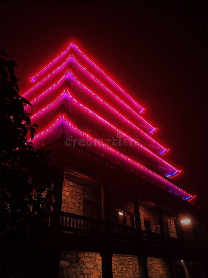 La Pagode s'illumine la nuit photo libre de droits