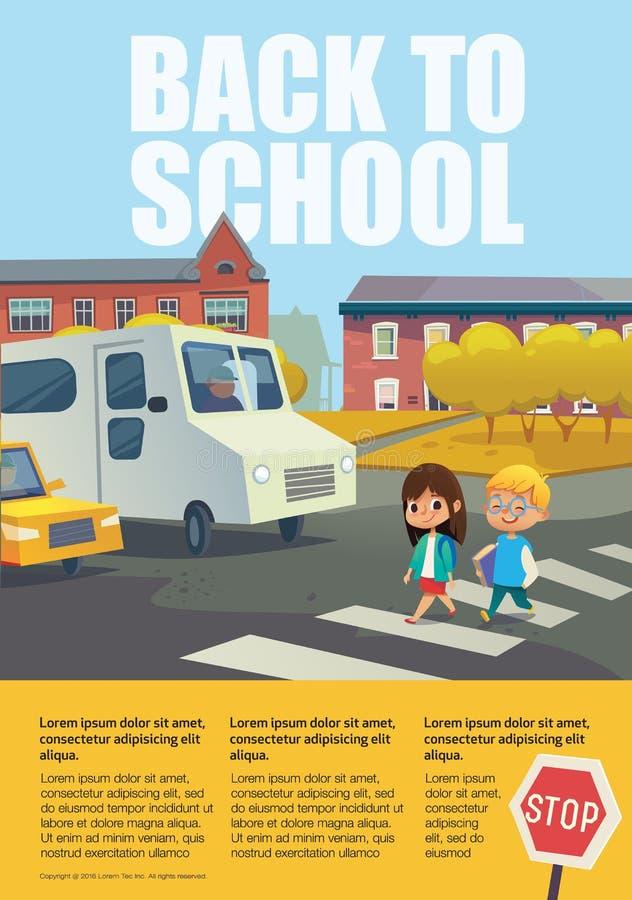 La paire de l'école gaie badine la marche à travers le passage clouté devant les voitures arrêtées contre des arbres et des bâtim illustration stock