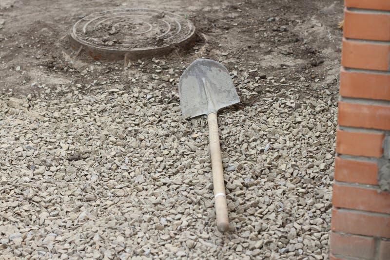 La pala del hierro miente encendido fotos de archivo libres de regalías