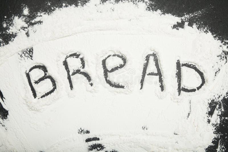 La palabra 'pan 'se escribe en harina imágenes de archivo libres de regalías